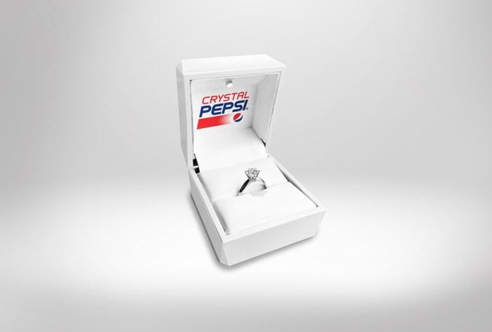 Pepsi представила обручальное кольцо с алмазом из газировки