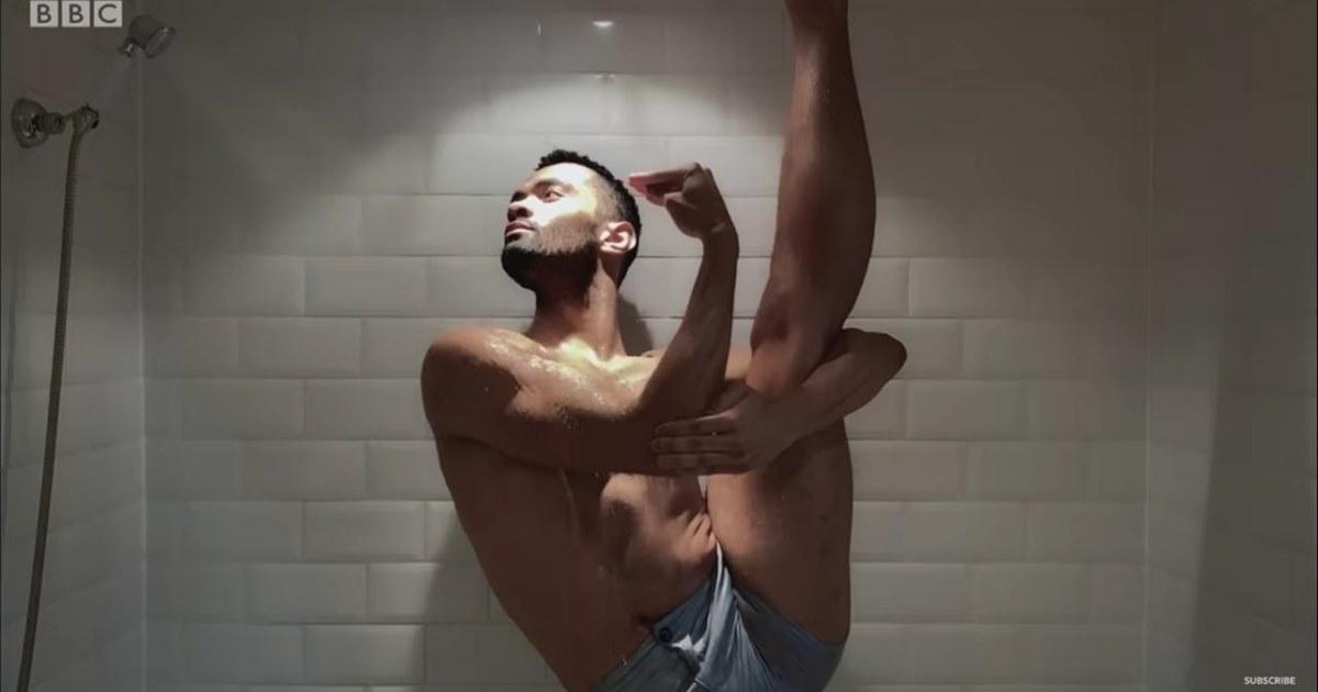 Ванна, перья, пируэт: артисты балета исполнили «карантинную» версию «Лебединого озера»