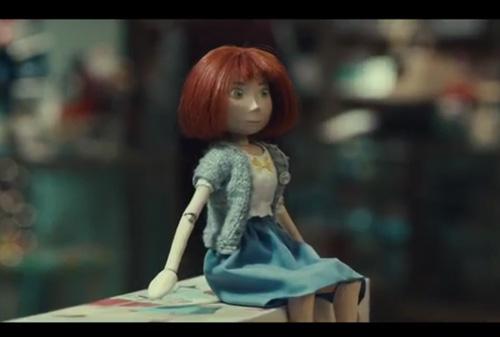 Героиней рождественской кампании McDonald s в Британии стала деревянная  кукла adbb7ba4467
