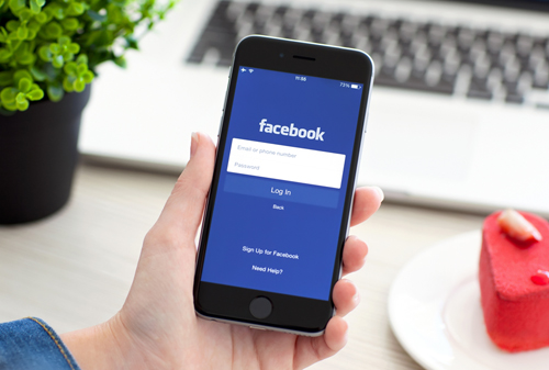 В середине видеороликов в Facebook может появиться реклама