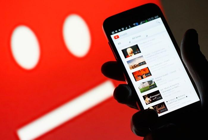 Рекламу 300 брендов обнаружили на экстремистских каналах YouTube