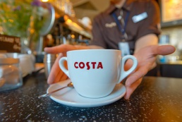 В салонах МТС и «Билайн» откроются кофейни Costa Coffee