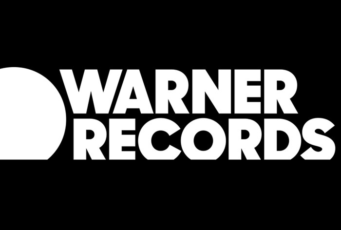 Warner Bros. Records сменил название на Warner Records