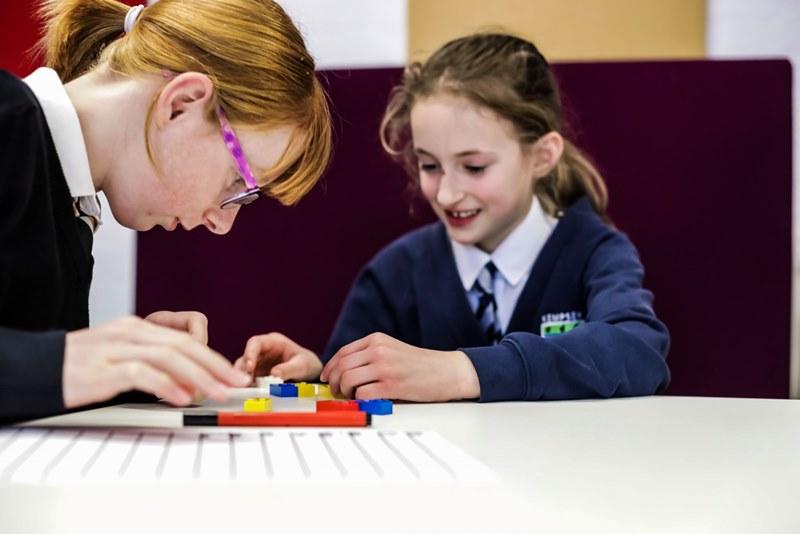 Lego выпустит наборы конструктора со шрифтом Брайля