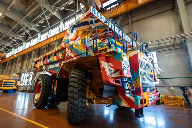 Wargaming и «БелАЗ» забрендировали самосвал в стиле World of Tanks