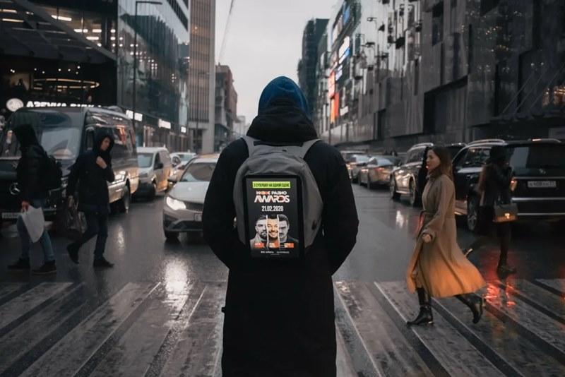 «Новое Радио» продвигает свою музыкальную премию на рюкзаках