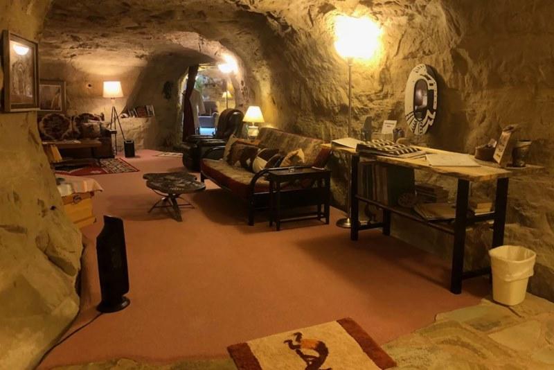Hotels.com предложил пережить выборы в подземном отеле-«бункере»